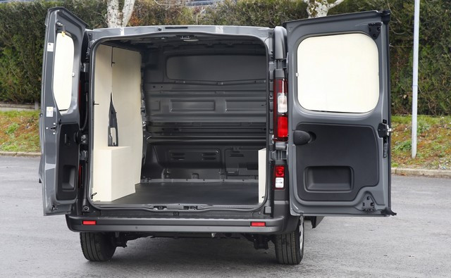 Série limitée Made in France pour les fourgons Nissan NV250, NV300 et NV400  NISSAN-NV-300-05-source