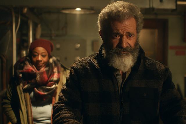 梅爾吉勃遜對抗不景氣  《追殺胖老爹》聖誕老人轉行賣軍武 002