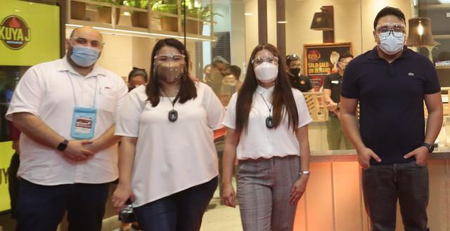1-L-R-Popeyes-Philippines-COO-Rami-Chahwan-Kuya-J-regional-business-unit-manager-Judy-Ceralde-Kuya-J