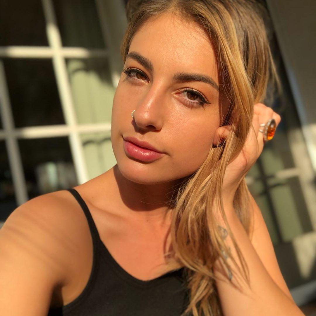 Kristen-Scott-Wallpapers-Insta-Fit-Bio-2
