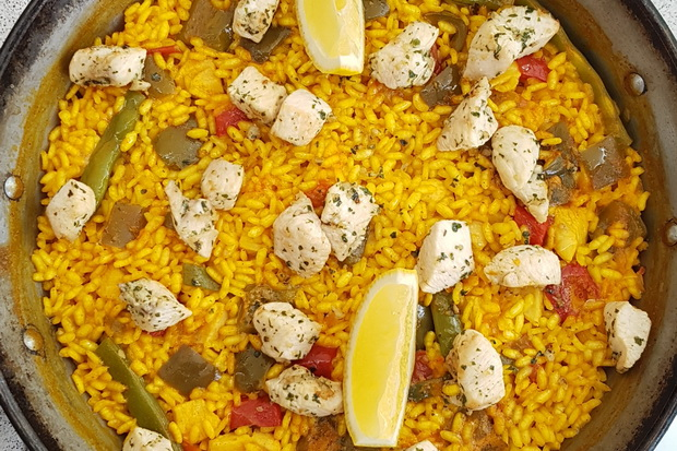 Chicken-Paella-with-Ali-oli-Sauce
