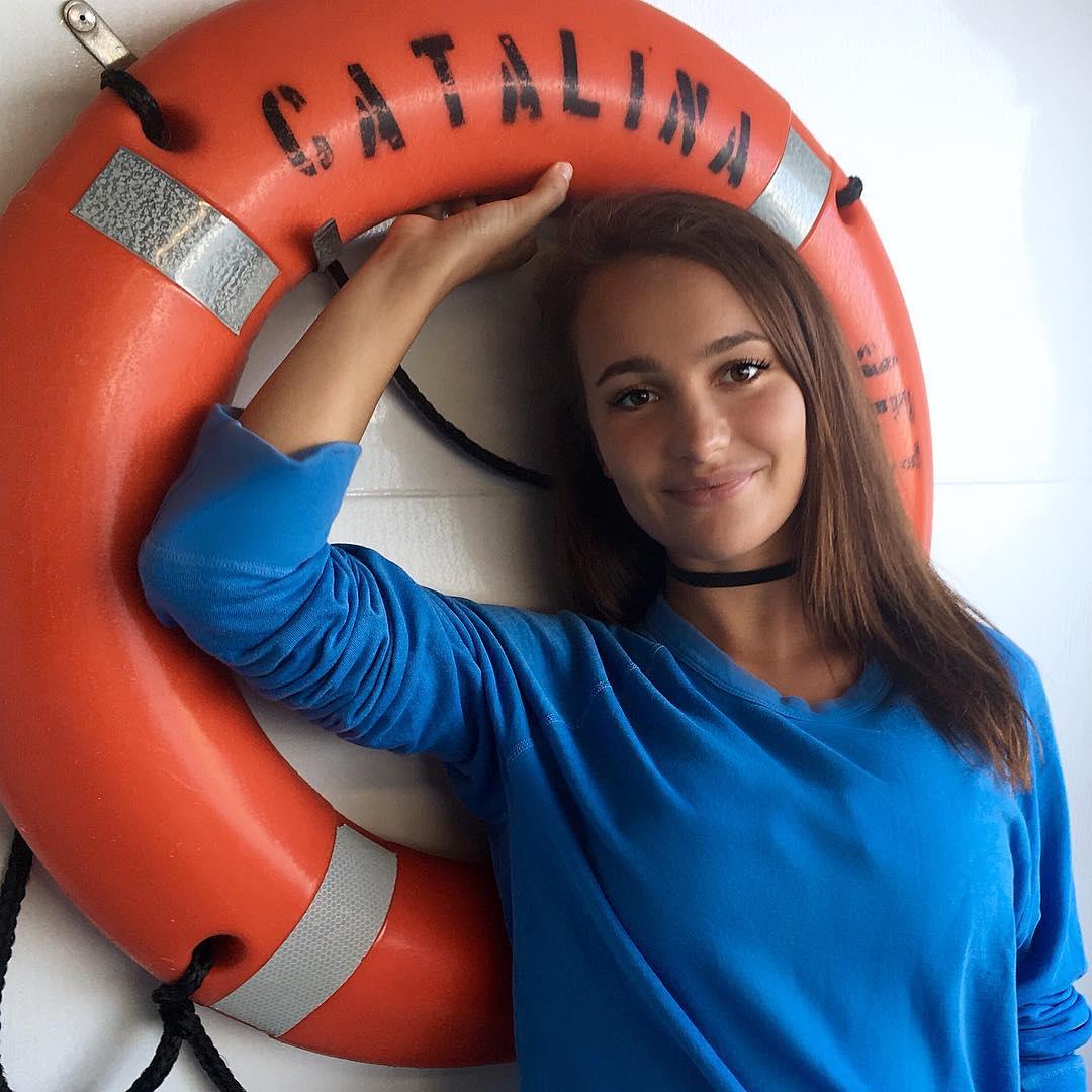 Natalie-Golba-Wallpapers-Insta-Biography-8