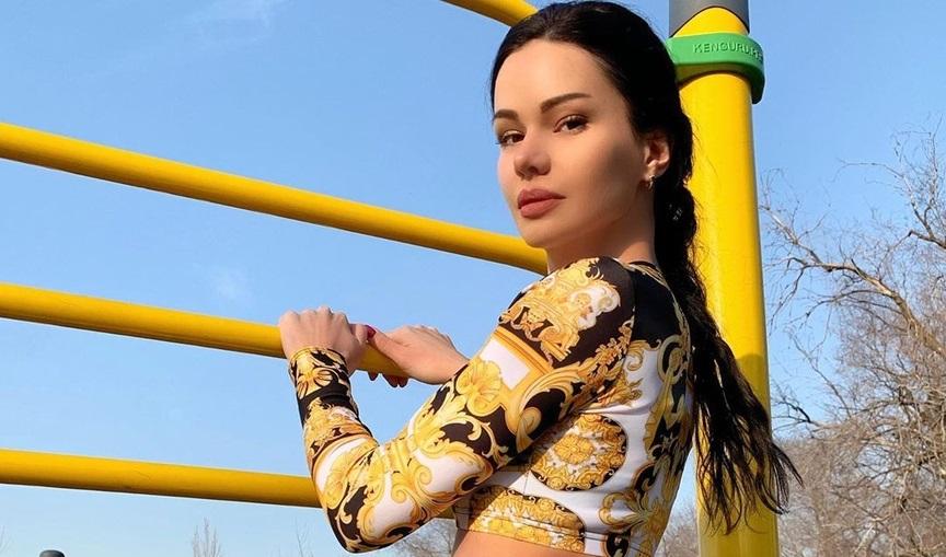 Uliana-Evsikova-Wallpapers-Insta-Fit-Bio-13