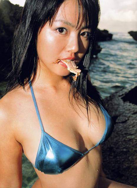 Isoyama-Sayaka-her-mavelous-youthful-days-081