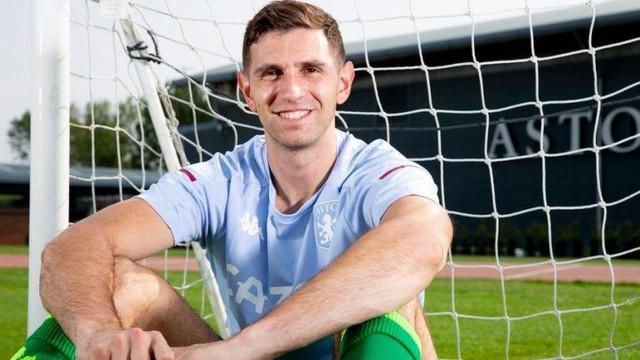 Emiliano-Martinez-could-debut-at-Aston-Villa-this-Monday-768x432