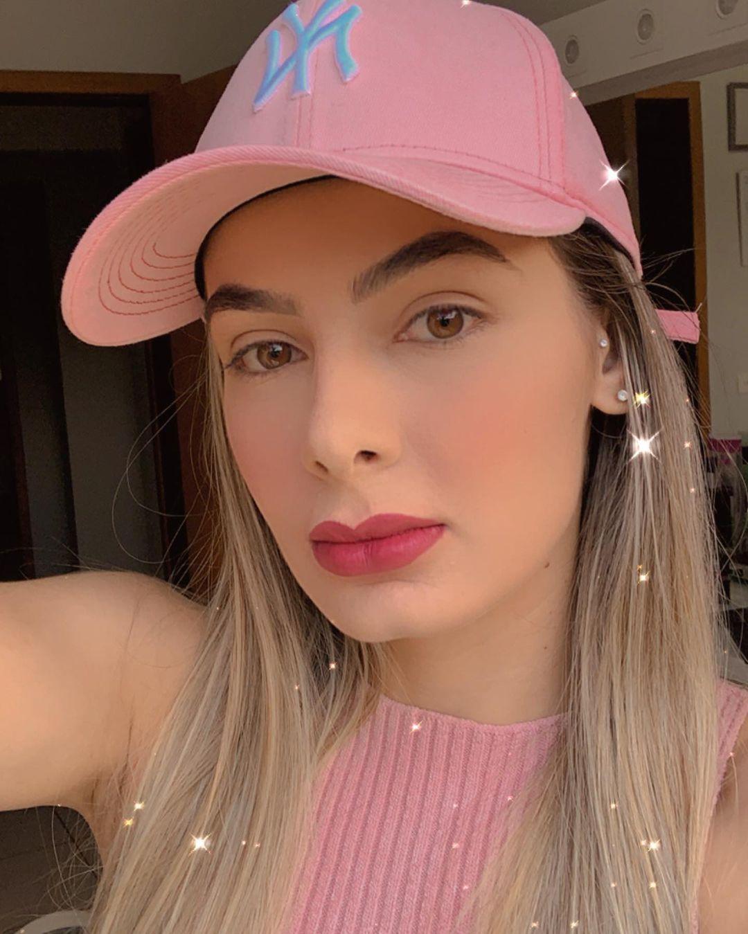 Ana-Jessica-Wallpapers-Insta-Fit-Bio-3