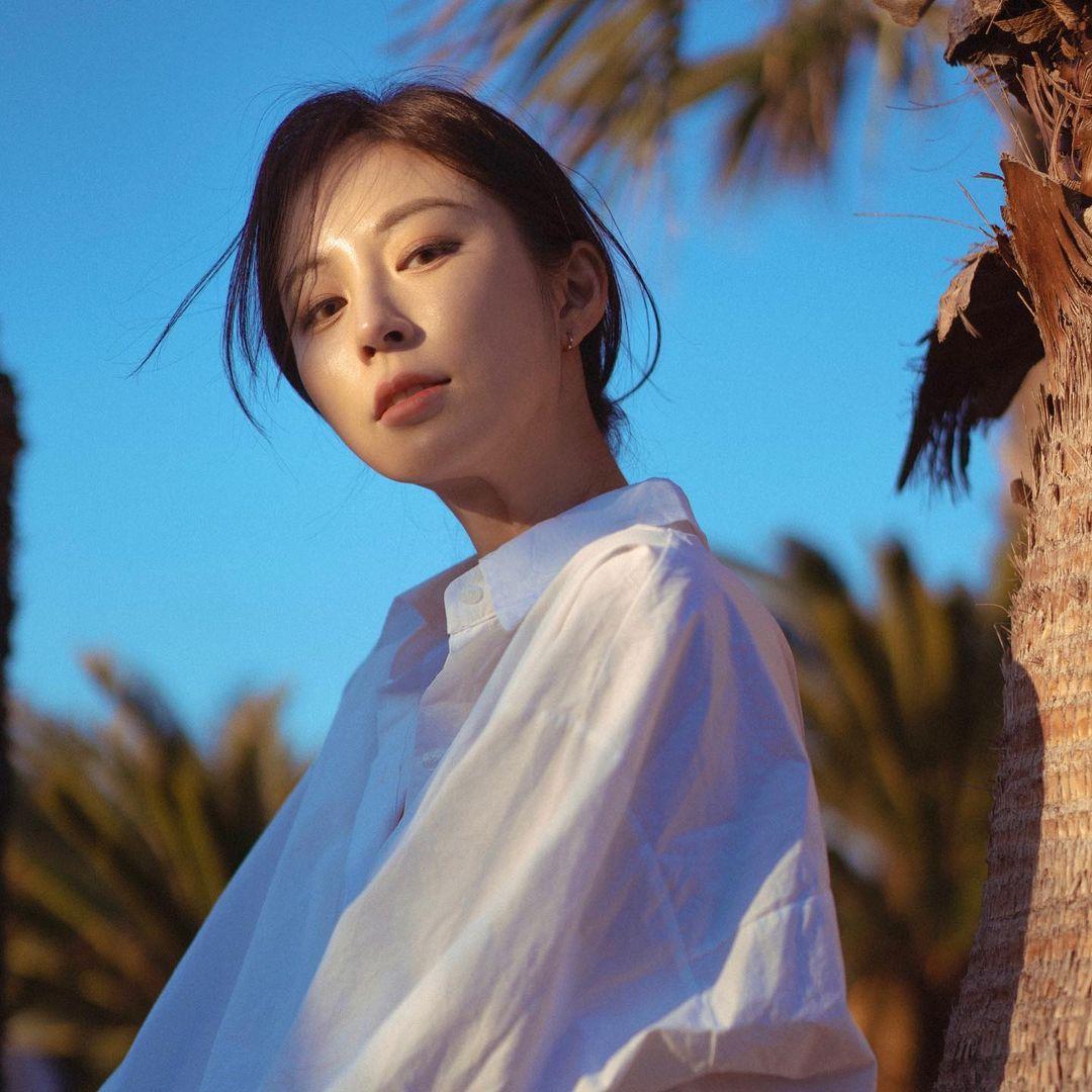 Bora-Kim-Wallpapers-Insta-Fit-Bio-5