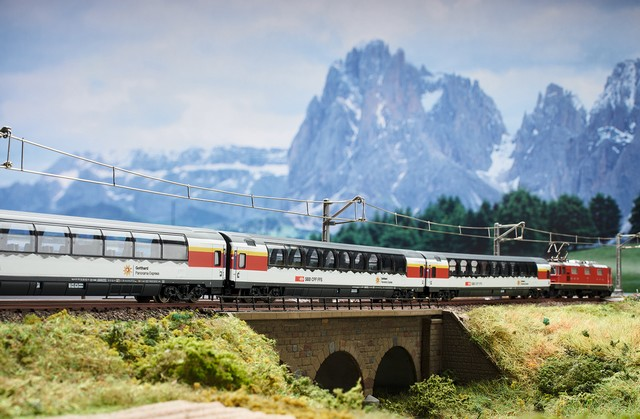 Le Gothard Panorama Express Trix-rame-Gothard-panoramique-express-R640
