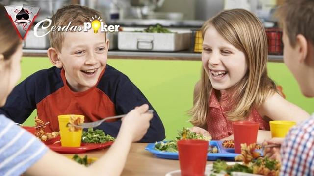 6 Cara Agar Anak Suka Makan Makanan Buah dan Sayur