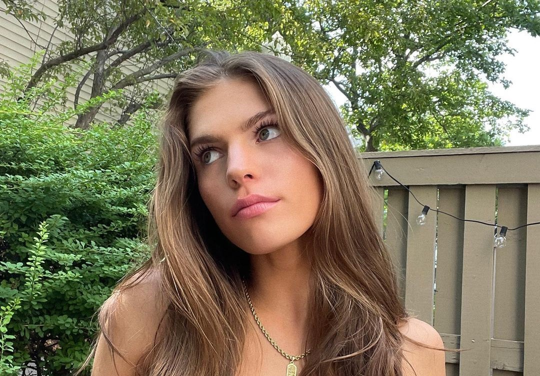 Ashley-Bedard-Wallpapers-Insta-Fit-Bio-9