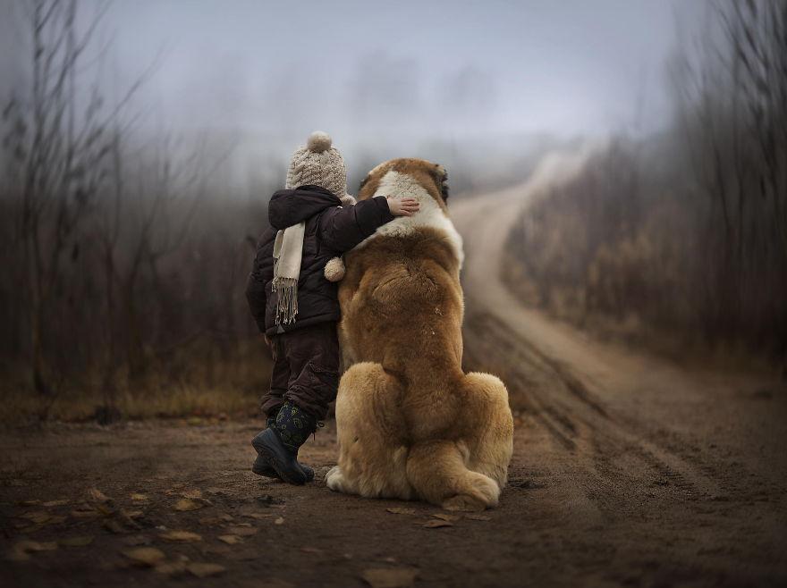 Когда собаки большие, а дети маленькие - 44 потрясающие фотографии - 5