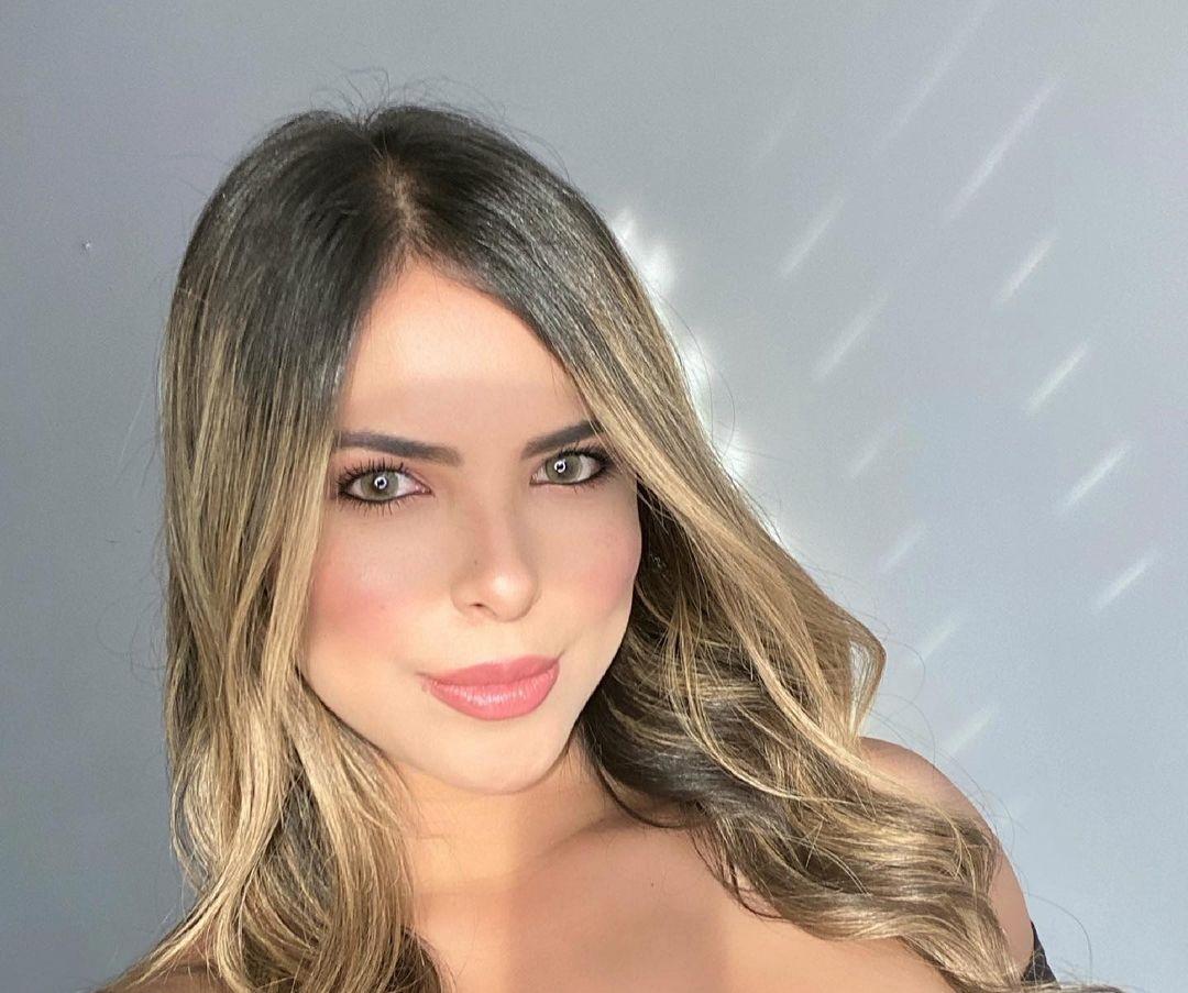 Jennifer-Giraldino-Wallpapers-Insta-Fit-Bio-16