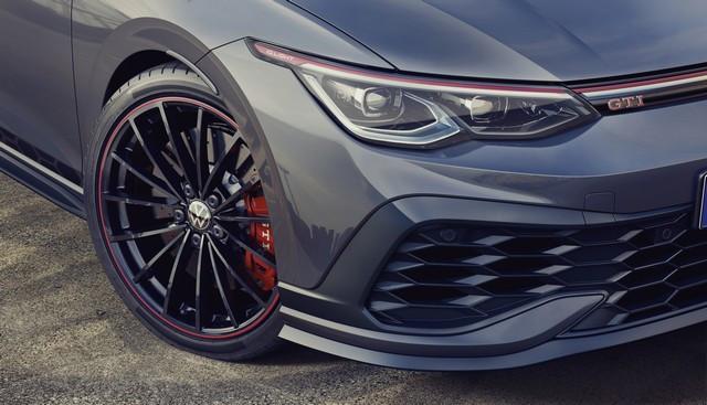Célébration de l'anniversaire d'une icône : Volkswagen lance la Golf GTI Clubsport 45 sur le marché DB2021-AU00050large