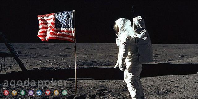 Harga Selangit Rekaman Asli Pendaratan Manusia Pertama di Bulan
