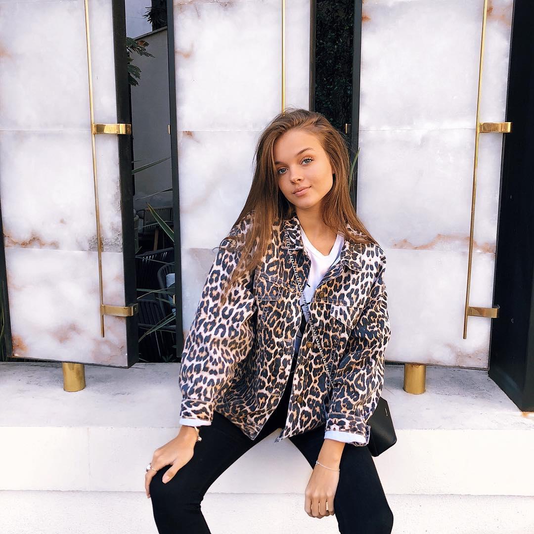 Anna-Zak-Wallpapers-Insta-Fit-Bio-11