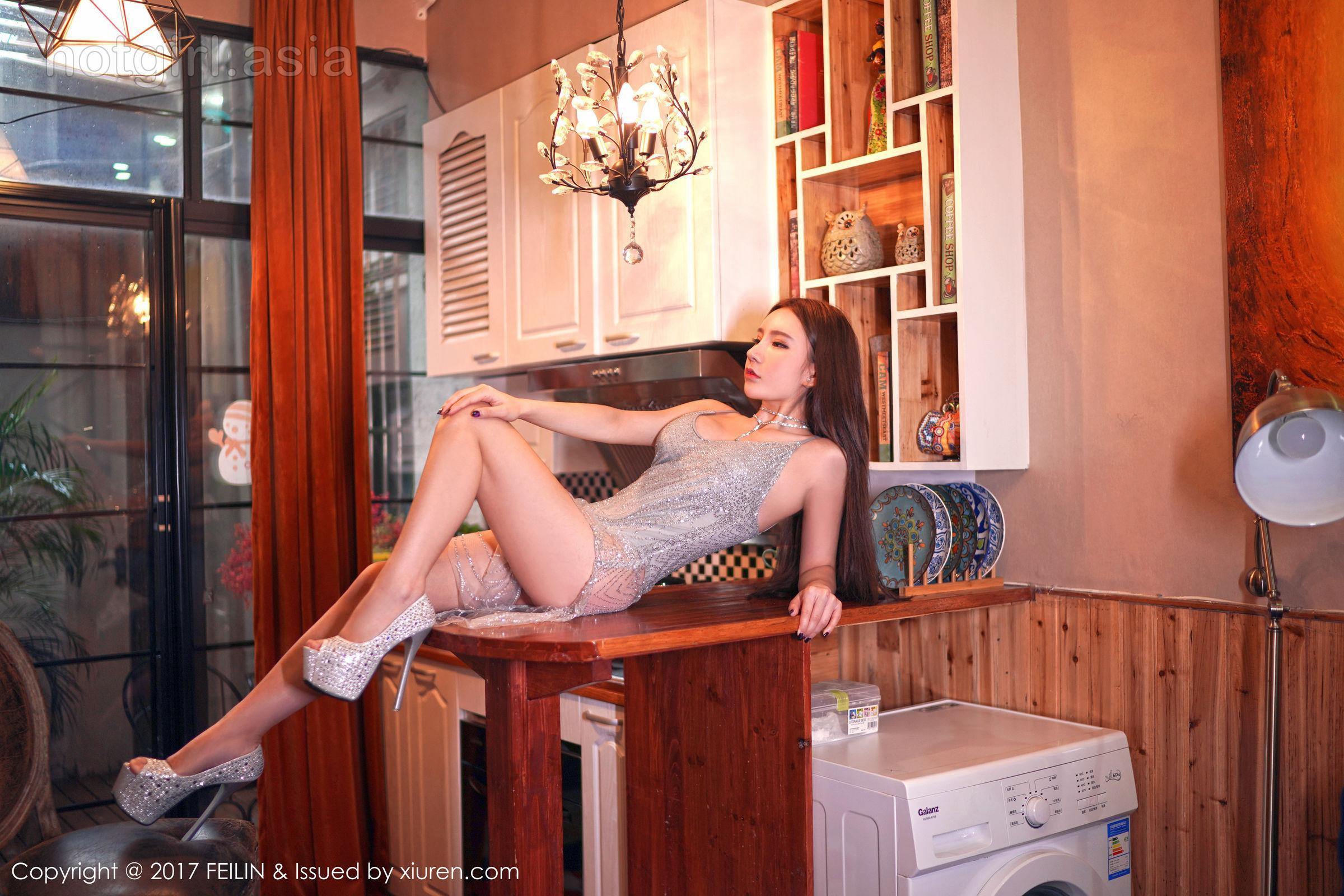 [FEILIN 囲 囡囡] VOL.113 Zhou Yuxi dummy-Denim shorts sexy sweater + suspender dress photo