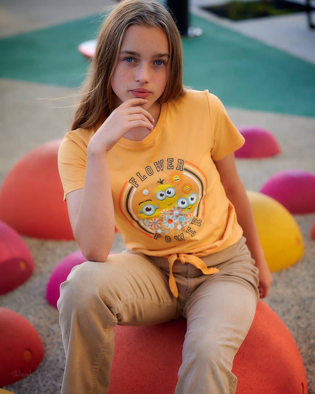 Emiliacheergirl-Wallpapers-Insta-Fit-Bio-Emilia-Danielle-Wallpapers-Insta-Fit-Bio-8