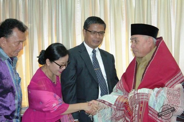Gubernur-Terima-HKBP-Distrik-Borneo-3