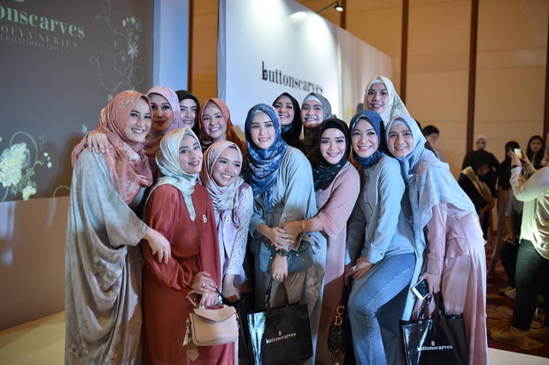 Buttonscarves-The-Sofya-Series-04