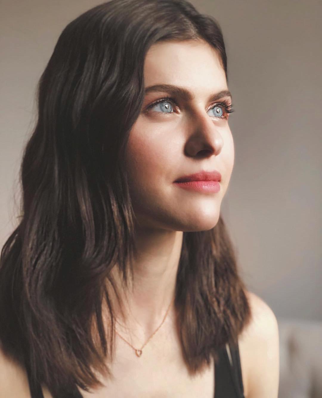 Alexandra-Daddario-4
