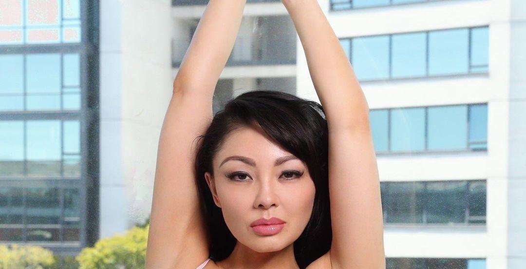 Natasha-Yi-Wallpapers-Insta-Biography-3