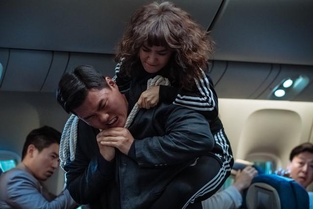 嚴正化《特務搞飛機》大媽變身女打仔  李相侖再現朴敘俊「栗子頭」 001-28
