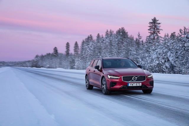 Volvo Cars annonce la plus forte hausse des ventes de second semestre de toute son histoire au moment où le constructeur se relève de la pandémie 247781-Volvo-V60-T8-Test-Drive-in-Lule-Sweden