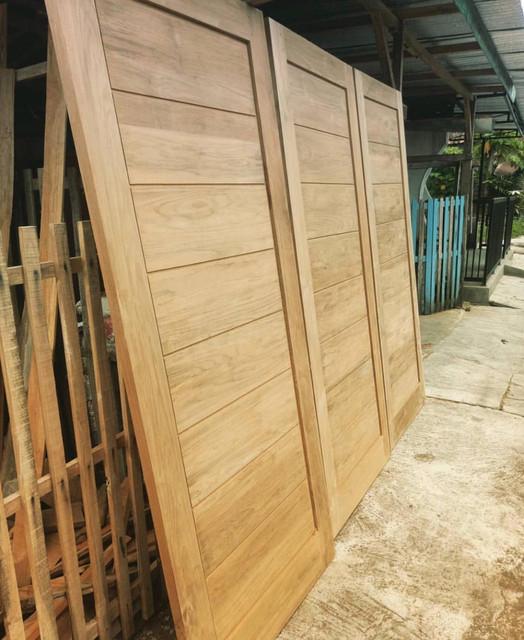pintu jati di Kepulauan Sula