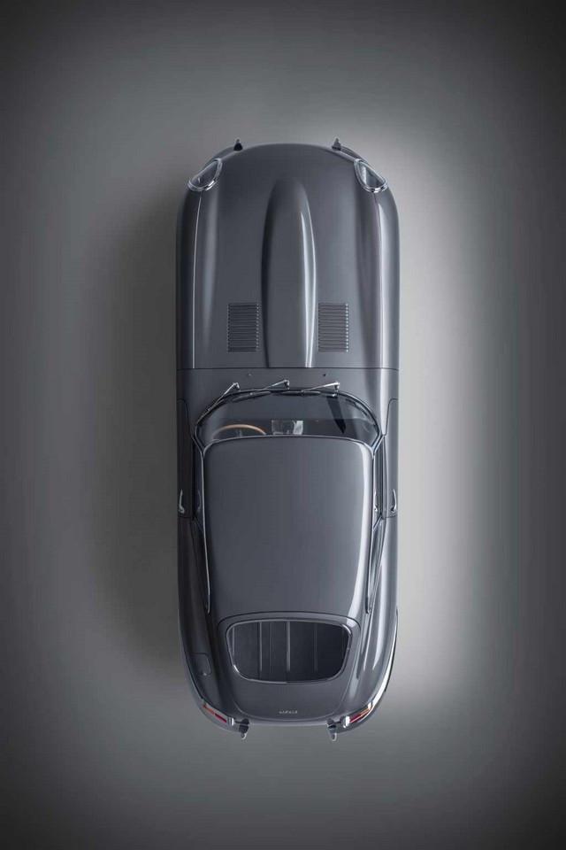 """Jaguar Classic Dévoile La Type """"60 Collection"""" : Homage Au 60e Anniversaire De La Sportive Légendaire 04-E-TYPE-FHC-exterior-overhead"""