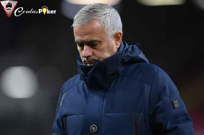 Tottenham Kalah, Mourinho Marah, Ingin Ganti 11 Pemain saat Istirahat