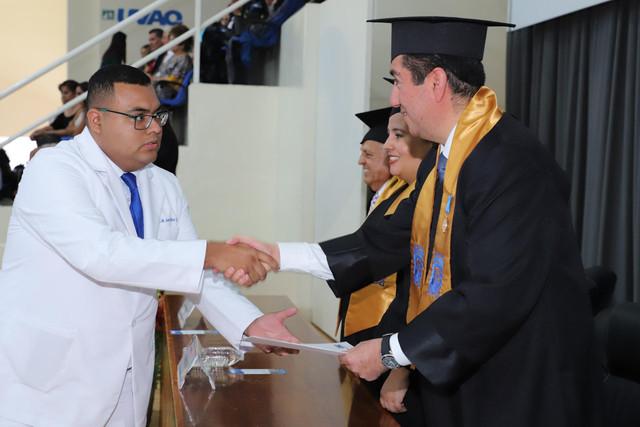 Graduacio-n-Medicina-137