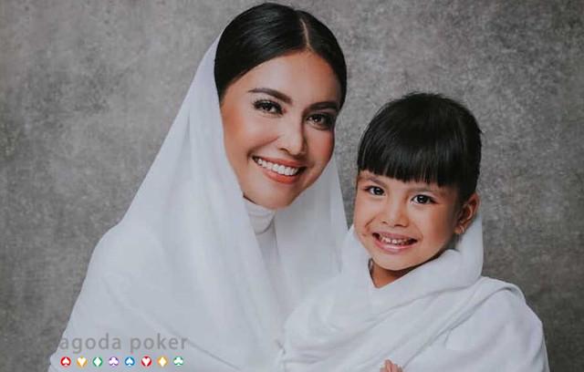 Putri Denada Tambunan Akan ke Istana Bogor