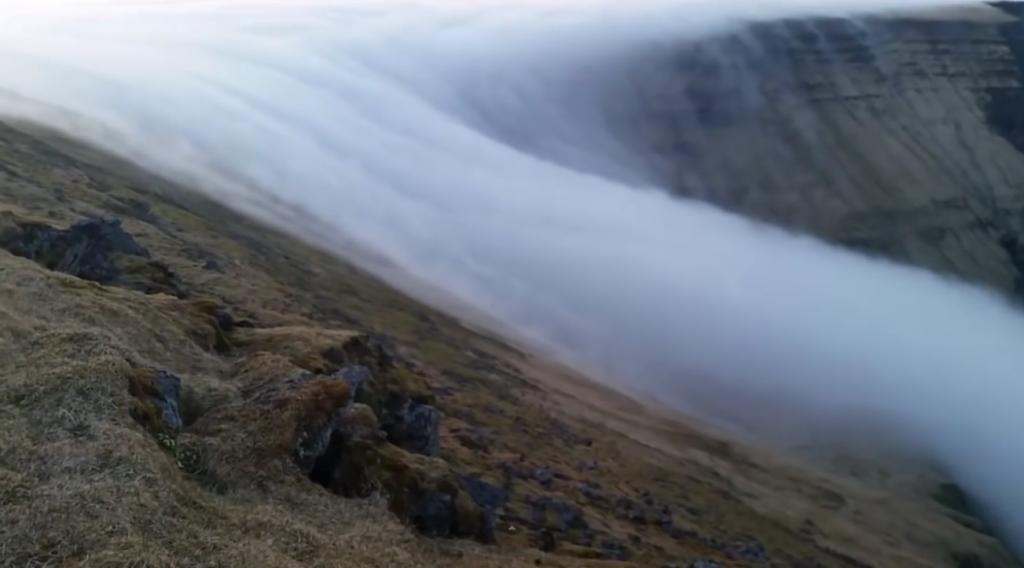 VIDEO: Prirodni fenomen maglovitog vodopada na Islandu koji izgleda nadrealno