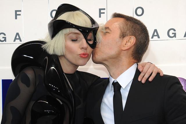 Jeff-Koons-Gaga.jpg