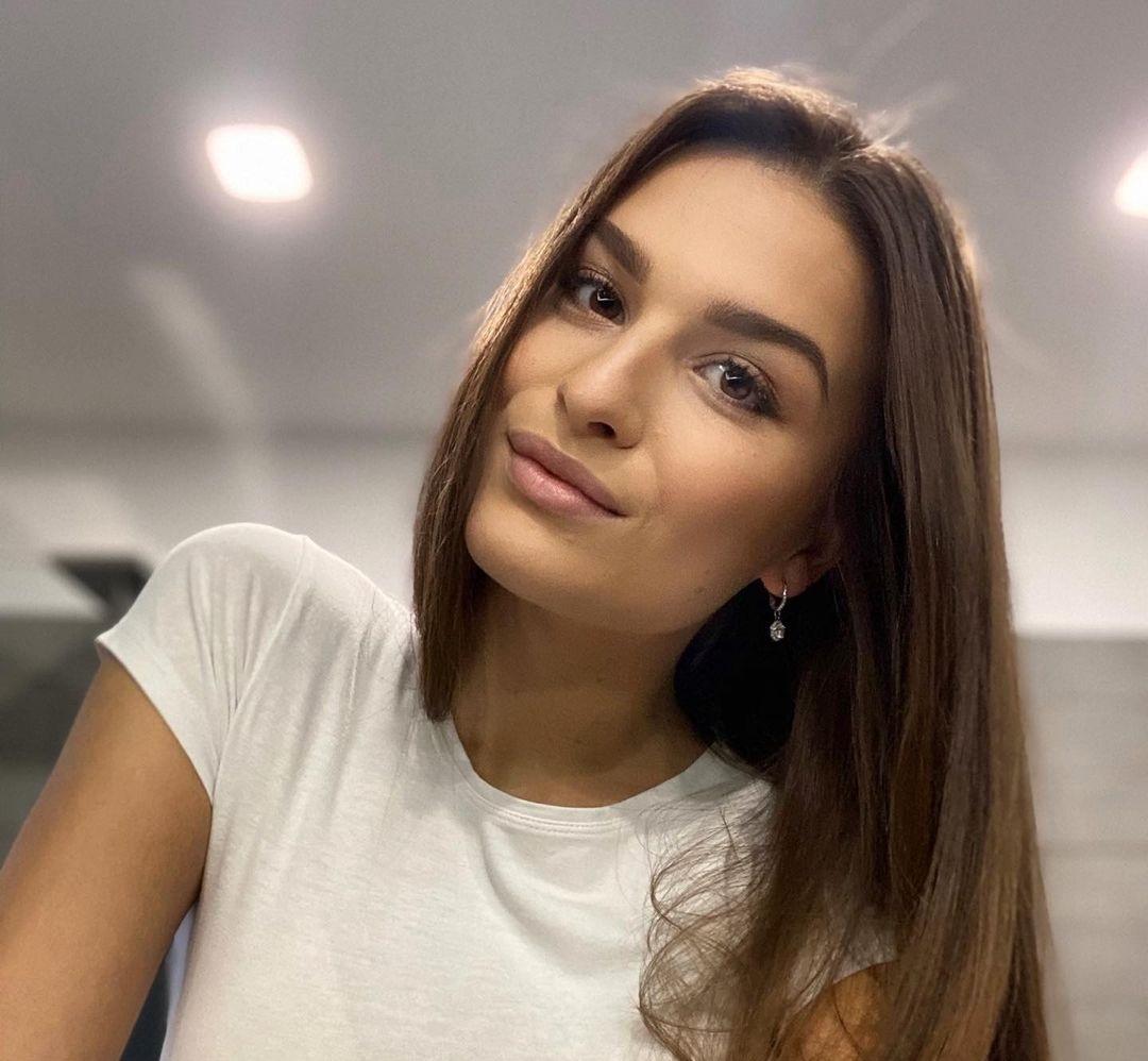 Dominika-Vinsova-Wallpapers-Insta-Fit-Bio-12