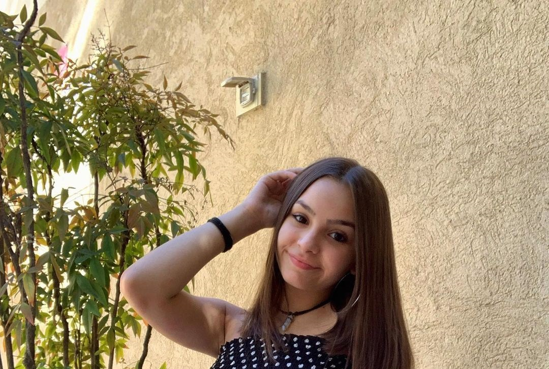 Camila-Nerea-Gonzalez-Wallpapers-Insta-Fit-Bio-11