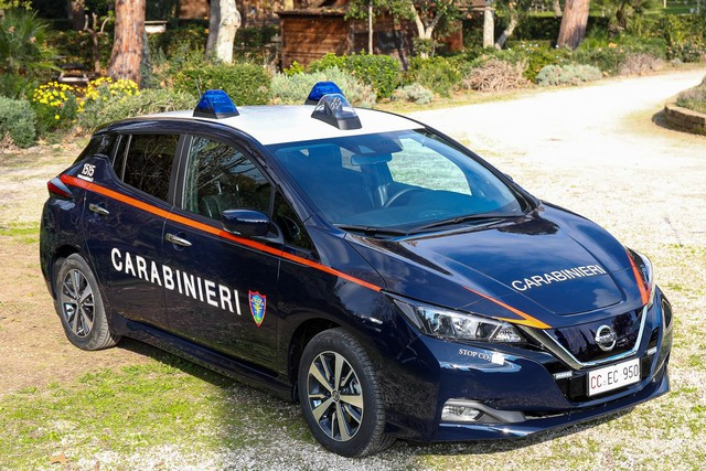 52 Nissan Leaf Pour Les Carabiniers Italiens Nissan-LEAF-all-ARMA-dei-CARABINIERI-12-source