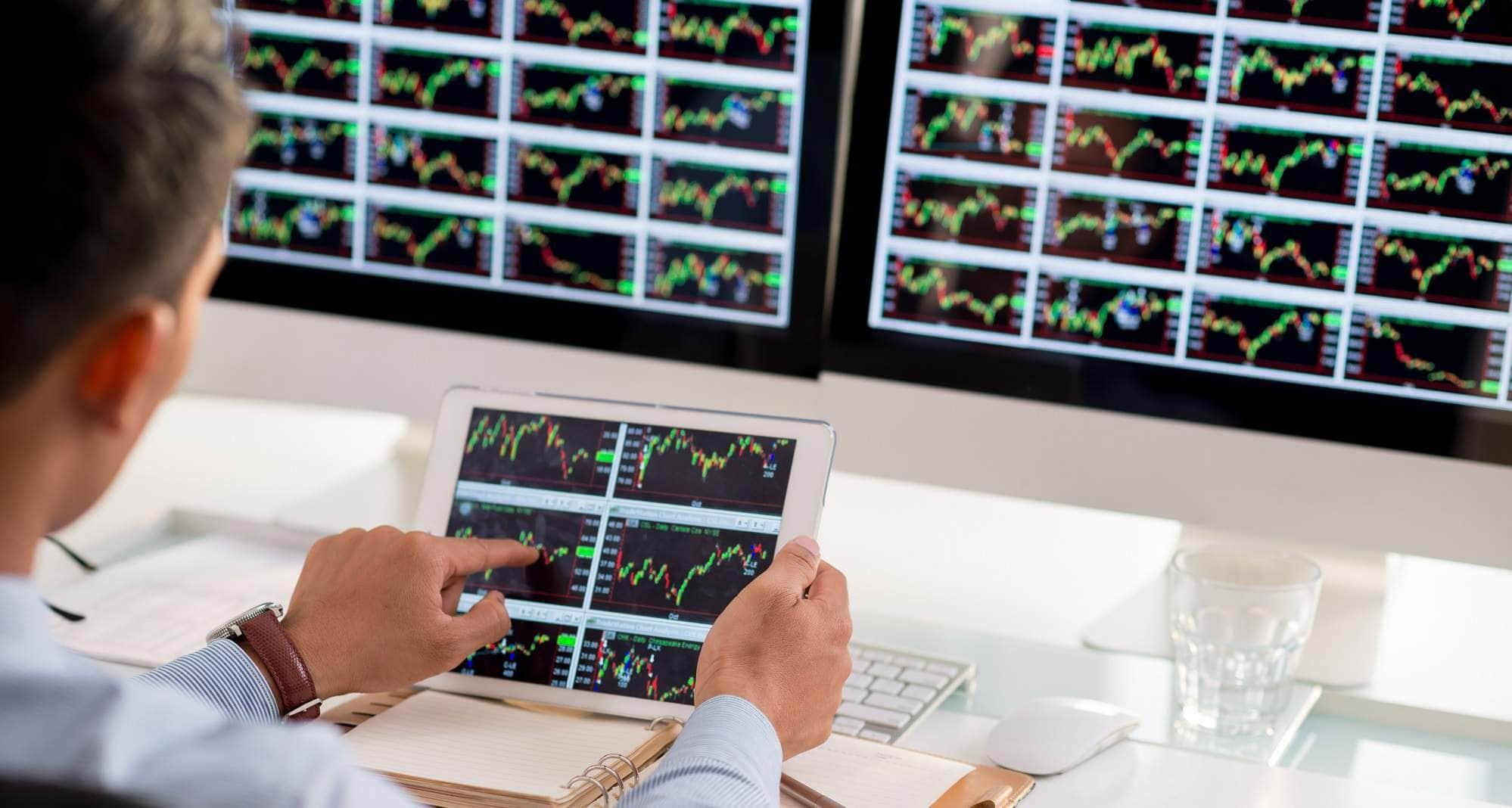 Broker e investimenti: conviene comprare azioni con eToro?