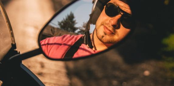 terungkap, alasan mengapa kaca spion sepeda motor menjadi lebar