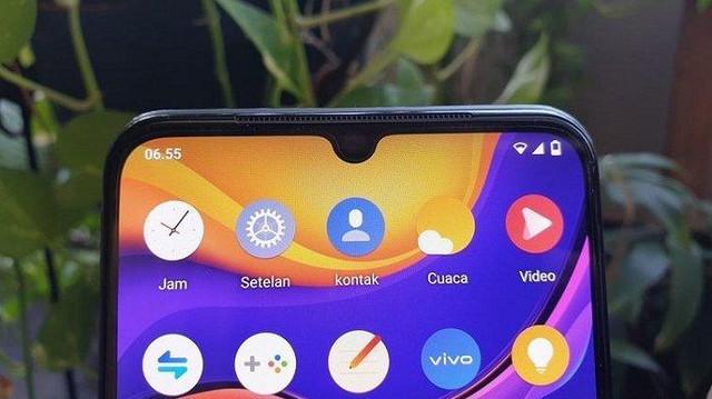 vivo-v20-disematkan-sebuah-poni-atau-notch-mungil-kamera-selfie