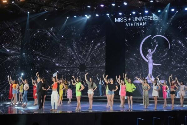 Tong-duyet-san-khau-ban-ket-Hoa-Hau-Hoan-Vu-Viet-Nam-2019-14-1600x1200.jpg