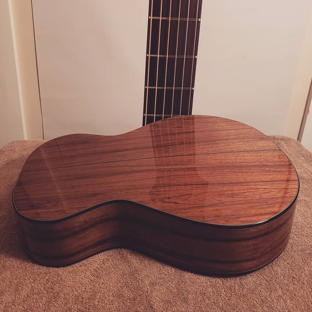 Benjamin Paldacci Guitars OO-12 #11 - Higuerilla et Épicéa Lutz  74282981-2338607526250271-8218498832330129408-o