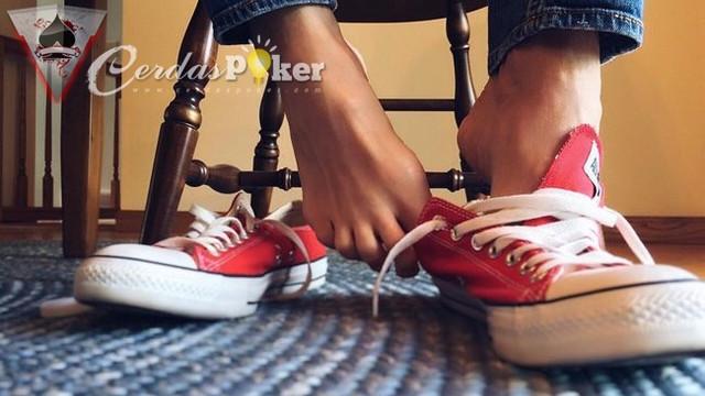 Cara Menghilangkan Bau Tak Sedap pada Sepatu Kita