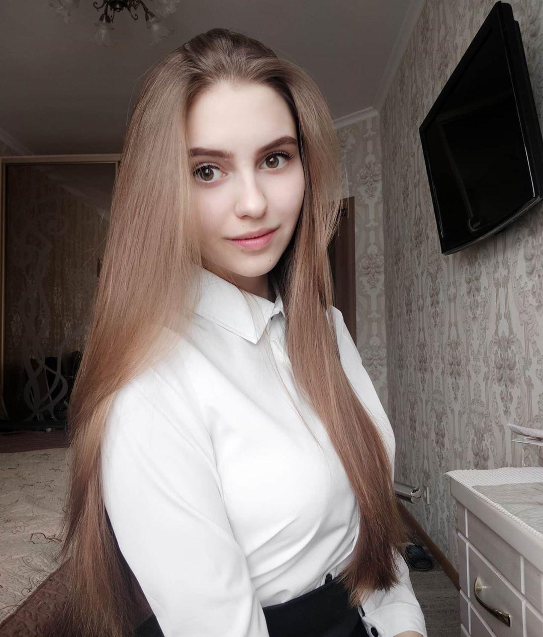 Katya-Melnyk-Wallpapers-Insta-Biography-6