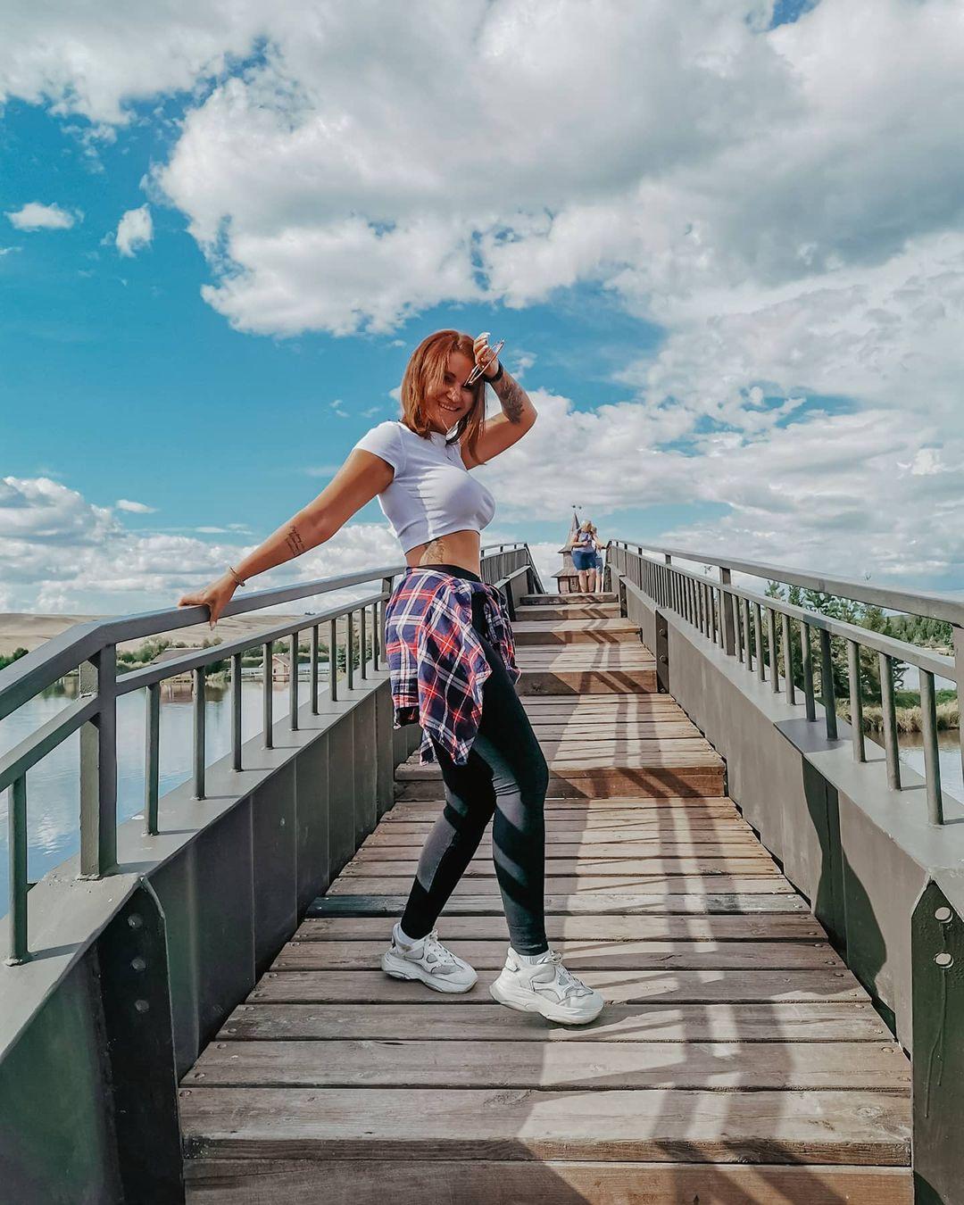 Anastasia-Nikolskaya-Wallpapers-Insta-Fit-Bio-5