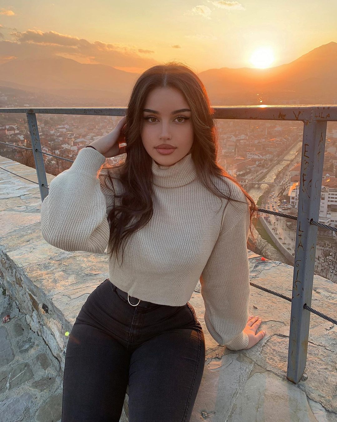 Leyla-Melina-Wallpapers-Insta-Fit-Bio-1