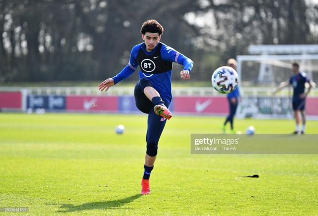 BURTON-UPON-TRENT-ENGLAND-MARCH-22-Curtis-Jones-of-England-takes-a-shot-during-the-England-U21-Train