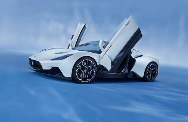 2020 - [Maserati] MC20 - Page 5 FE0-F0-BCC-3235-42-F8-8-B64-BCECBE6-F6-FAB