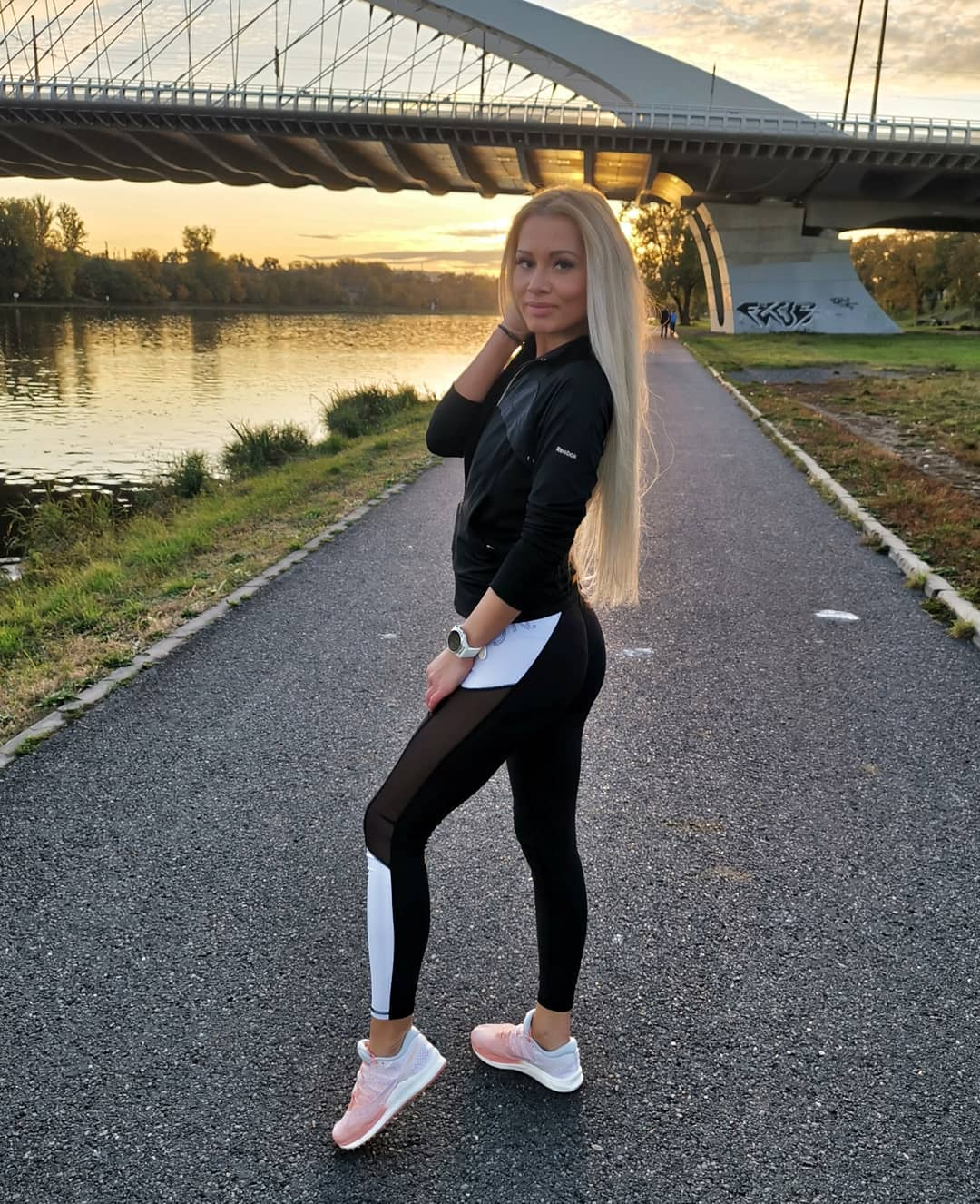 Petra-Svoboda-Wallpapers-Insta-Fit-Bio-7