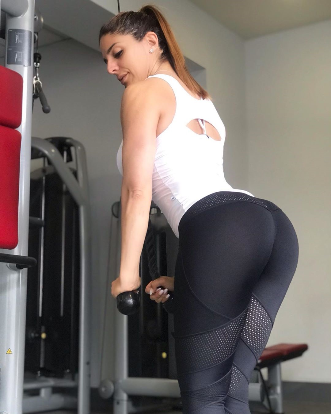 Sonia-Amat-Wallpapers-Insta-Fit-Bio-5